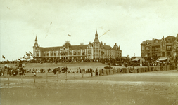 47233 Het badstrand en het Grand Hotel des Bains (later Britannia) op Boulevard Evertsen.