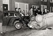 4831 Autobotsing in de Paul Krugerstraat. Een personenwagen, rijdend in de richting van de Keersluisbrug ramde een ...