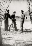 5029 Tweede Wereldoorlog. Duitse militairen op het vliegveld