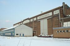 52412 Terrein van de Koninklijke Scheldegroep in de sneeuw. De afbouwkade noord met machinefabriek (anno 1919) en ...