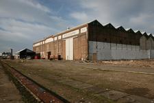52434 Sloop van de gebouwen op het terrein van de Koninklijke Scheldegroep in Vlissingen. De machinefabriek na afbraak ...