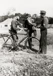 5286 Tweede Wereldoorlog. Duitse militairen op het vliegveld