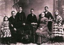 54851 De Vlissingse familie Scheepers. Van links naar rechts dochter Wannetta Barbara Johanna Scheepers (geboren op ...