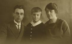 55192 De Vlissingse familie Luitwieler. V.l.n.r. drogist Adrianus Marinus Luitwieler (geb.8-12-1895 te Vlissingen), ...