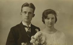 55194 Trouwfoto van Johannes Carel Everaars (geb.11-3-1901 te Vlissingen) en Laurina Susanna Kampman (geb.14-8-1900 te ...