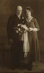 55887 Trouwfoto van Pieter Maas (geb. 8-4-1903 te Koudekerke) en Hendrika Bassie (geb.8-1-1908 te Middelburg) . De ...