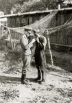 5629 Tweede Wereldoorlog. Duitse militairen op het vliegveld