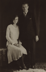 57051 Maria Magdalena Maas (geb. 7-2-1913 te Vlissingen) en Hendrik Stofberg (geb. 22-10-1907 te Waddinxveen). Zij ...