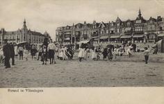 57115 'Strand te Vlissingen' Badstrand en Boulevard Evertsen met links het Grand Hotel des Bains (later Britannia)