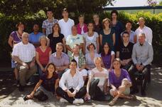 57195 Onderwijzend personeel van de CBS De Wissel aan de Flamingoweg en aan de Kleiweg. Schooljaar 2009-2010