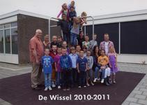57196 Groep 4C van CBS De Wissel aan de Flamingoweg en aan de Kleiweg. Schooljaar 2010-2011 In het klimrek van boven ...