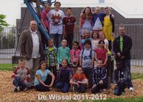 57198 Groep 5b van CBS De Wissel aan de Flamingoweg en aan de Kleiweg. Schooljaar 2011-2012. Bovenste rij van l. naar ...