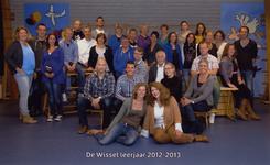 57200 Onderwijzend personeel van de CBS De Wissel aan de Flamingoweg en aan de Kleiweg. Schooljaar 2012-2013. Bovenste ...