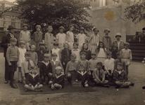 57209 Klas 2 van de openbare Bouwen Ewoutschool (school H) met links hoofdonderwijzer M.M. Franke