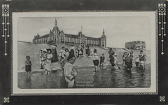 57564 'Vlissingen Grand Hôtel' Het badstrand en Grand Hotel des Bains (later Britannia) op Boulevard Evertsen