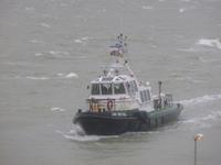 57757 De Redeafhaalboot Jan Breydel (pilot 1) van het Belgische Loodswezen varend richting de Voorhaven.. Deze boot is ...