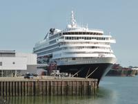 57994 ms. Prinsendam aan de kade van de Buitenhaven. Dit schip is gebouwd in 1988 onder de naam Royal Viking Sun voor ...