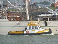 58274 De Sail Training Clipper (STV) Shabab Oman II vaart vanuit de sluizen de Westerschelde op. Aan de Stuurboordzijde ...