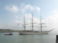 58276 De Sail Training Clipper (STV) Shabab Oman II vaart vanuit de sluizen de Westerschelde op. Aan de Spiegelzijde ...