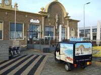 59582 Voorkant restaurant en cateringbedrijf Het Station met cateringwagentje aan Stationsplein 5 te Vlissingen