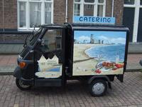 59583 Cateringwagentje voor de mobiele catering van restaurant Het Station te Vlissingen staat geparkeerd in de Paul ...