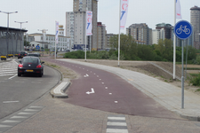 59612 Sinds eind april 2016 loopt een nieuw fietspad naast de Spuikomweg te Vlissingen, van de Coosje ...