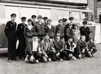7652 Groepsfoto van de Vlissingse jeugdbrandweer op de achterplaats van de brandweercentrale na de landelijke ...