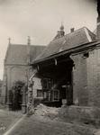 8528 Te slopen gebouwtje behorend bij de St. Jacobskerk? Gezien vanaf de Branderijstraat.
