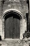 9049 Poort aan de achterzijde (Branderijstraat) van de St. Jacobskerk.