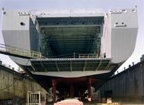 32284 Bouwnr. 377. Nederlandse amfibisch transportschip Zr. Ms. Rotterdam in Dok Scheldepoort