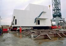 138 Ombouw afzinkbaar zwaar ladingschip Snimos Ace in de stenenlegger Seahorse I (IMO 8213744, bouwjaar 1994); in 1998 ...
