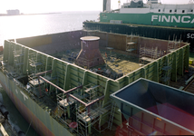 183 Ombouw afzinkbaar zwaar ladingschip Snimos Ace in de stenenlegger Seahorse I (IMO 8213744, bouwjaar 1994); in 1998 ...