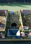 187 Ombouw afzinkbaar zwaar ladingschip Snimos Ace in de stenenlegger Seahorse I (IMO 8213744, bouwjaar 1994); in 1998 ...