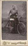 1865 Magdalena Remijn (1880-1945) met fiets in fotostudio