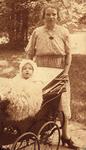 117 Neeltje Luteijn-Koote, geboren Enschede 6 maart 1900, dochter van Simon Koote en haar dochter Trijntje Luteijn, ...