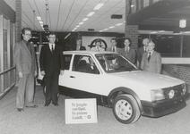 M 10566 Opel Mulders garage aan Franklinstraat. V.l.n.r.: directieleden de heren Jan Mulders, Sjaak Mulders, ...