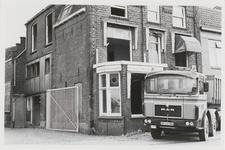 M 12035 De bewoning naast het kantoor van de jamfabriek De Betuwe aan de Grotebrugse Grintweg, de hoek aan de rechterzijde
