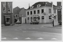 M 12054 De kruising Grotebrugse Grintweg, Hoveniersweg en de verfwinkel Jan van Wijk