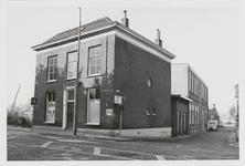 M 12080 Panden op de hoek van het Burgemeester Hasselmanplein en de Boterkampsteeg