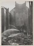 M 12096 In juli 1938 ontstaat in de kerktoren van de Sint-Dominicuskerk brand. Enkele schilders worden tegen hun wil ...