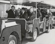M 12120 Vanmiddag heeft ZKH Prins Bernard de N.V. Glasfabriek De Maas in Tiel officieel geopend. Per treintje ging het ...