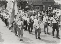 M 12131 Deelnemers van de ZHWB uit Lexmond nemen deel aan de wandelvierdaagse van Apeldoorn