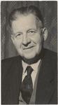 M 12153 De heer A. van Nieuwkoop wordt gehuldigd omdat hij 50 jaar lid is van de Koninklijke Muziekvereniging Pieter ...