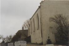 0690-3951 Gedeelte noord gevel, west gevel, begraafplaats en de voormalige pastorie voor de restauratie van 1993.