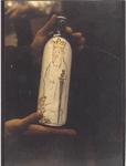 0690-3986 St. Catharina als etiket op een jeneverfles, ontwerp van Dhr. N. de Rijt.