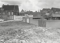 1277 Sloop van fabriekspand aan de Lange Meent met rechts de achterzijde van het Drostenhuis aan de Slotstraat.