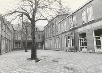 1303 Rond 1900 werd het Pensionaat Mariakroon gebouwd. Te zien is hier het Binnenhof.