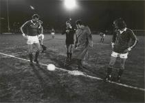 1435 De Rek opent lichtinstallatie van voetbalvereniging Vriendenschaar. Dit ging gepaard met een wedstrijd tegen ...