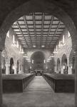 418 Interieur katholieke kerk, middenschip richting koor met altaar