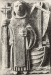423 Beeldhouwwerk van p. R. Rats o.f.m. boven portaal katholieke kerk: Sint Franciscus